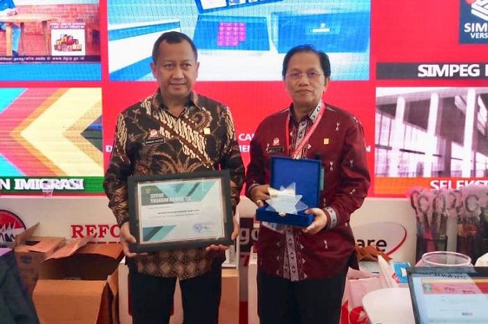 Jadi Pengelola Kepegawaian Terbaik, Kemenkumham Raih BKN Award 2018